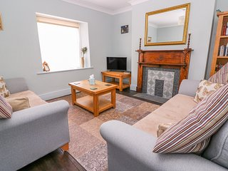 WEST END, WiFi, pet-friendly, private garden, Rhayader