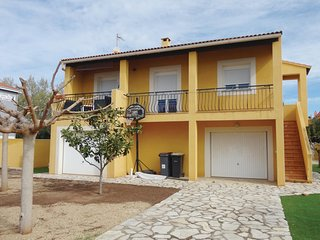 Awesome home in Agde w/ 2 Bedrooms