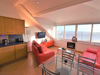 Sea Front Top Floor 1 Bedroom Apartment With Panoramic Sea Views