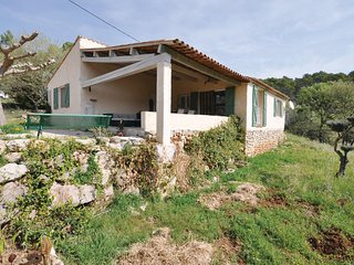 Amazing home in Lorgues w/ WiFi, Outdoor swimming pool and 3 Bedrooms (FCV898)