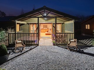 Kingfisher Lodge, South View Lodges, Exeter - A dog friendly, lakeside lodge in