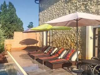 Amazing apartment in Beaucaire w/ Outdoor swimming pool, WiFi and Outdoor swimmi