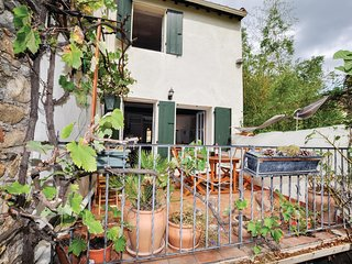Awesome home in Ceret w/ WiFi and 2 Bedrooms