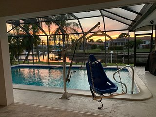 Relax and Enjoy the sunset ath this waterfront gulf access saltwater canal