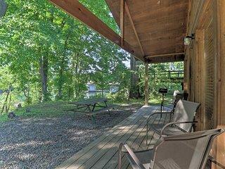 Heber Springs Cabin on Little Red River w/ Dock!