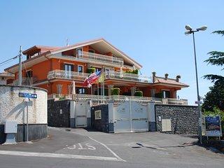 CR100Trecastagni - Etna Royal View - Camera Matrimoniale