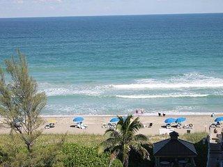 Ocean / Beachfront Condo on the Ocean, Hear the waves crashing!
