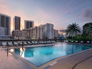 Stylish Suite + 2 Oversized Balconies   Outdoor Pool + Walk to Hollywood Beach