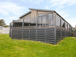 B26, shared swimming pools, off-road parking, Brixham
