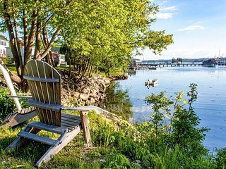 Snug Harbor: Historic Boothbay Harbor Cottage w/ Antique Decor