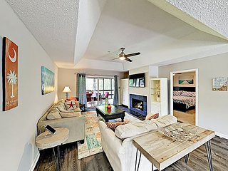 Secluded Getaway: Private Hot Tub & Deck - Less Than a Mile to Shipyard Beach