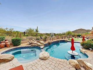 4BR Las Sendas Retreat on Golf Course-Private Pool, Fire Pit & Putting Green