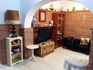 House in the center and spacious 50m from the beach