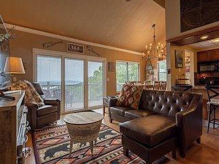 Spectacular 3 bedroom condo with amazing Table Rock Lake Views