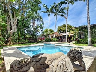 Private updated Oasis with Heated Pool and Hot Tub