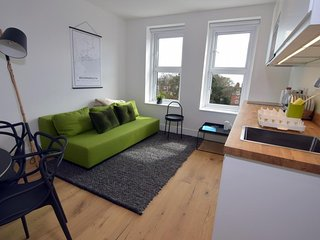 BOURNECOAST: MODERN FLAT IN THE HEART OF BOURNEMOUTH CENTRE NEAR BEACHES FM6237