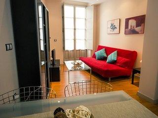 Velazquez.Centre apartment with balcony - close beach & port