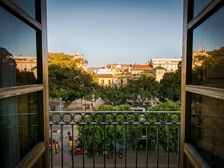Spectacular 2 bedroom apartment with balcony overlooking the Alameda Principal