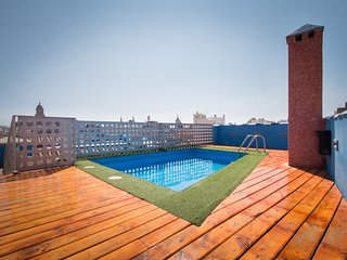 2 bedrooms flat centre Malaga with pool and solarium