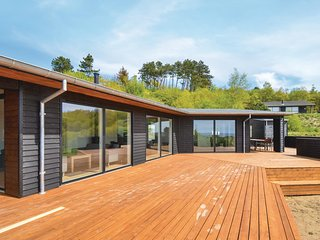 Amazing home in Knebel w/ Sauna, WiFi and 4 Bedrooms