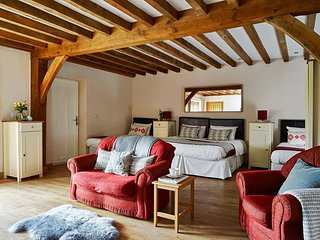 Isaf Suite - Pumlumon House - Private en-suite, seating area, sleeps 4