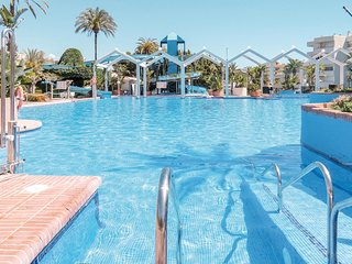Nice apartment in Benalmádena w/ WiFi, Outdoor swimming pool and 1 Bedrooms