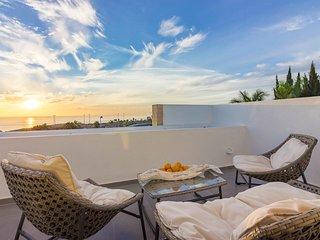 La Caleta Villa Sleeps 6 with Pool and Air Con - 5794057