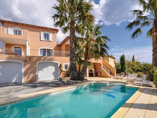 Beautiful home in St. Aygulft w/ WiFi, Outdoor swimming pool and 4 Bedrooms