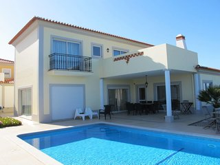 4 bedroom Villa with Pool, WiFi and Walk to Beach & Shops - 5793423