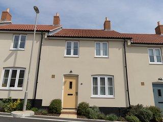 LAVENDER HOUSE, pet-friendly, WiFi, near Weymouth