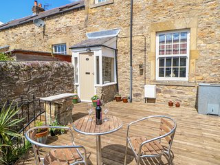 OLD WORKHOUSE COTTAGE, WiFi, woodburner, in Stanhope