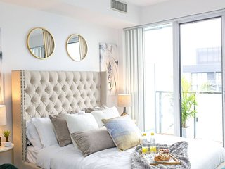 Bright & Dreamy Downtown Condo