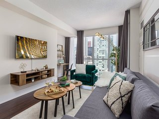 Central & Stylish Downtown Condo (Near Union)