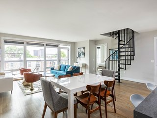 Luxury 2 BR Loft w/ Roof Deck near Grove St. PATH