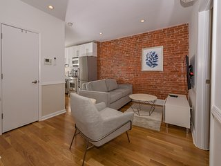 Cozy 2BR Flat on Quiet Block Near Grove St. PATH