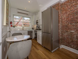 Chic 1 BR Flat on Quiet Street Near Grove St. PATH