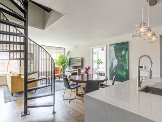 Stylish 2 BR Loft w/Roof Deck near Grove St PATH