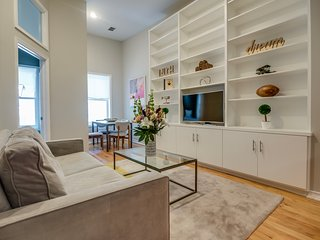 Charming 2BR Flat on Quiet Downtown Block