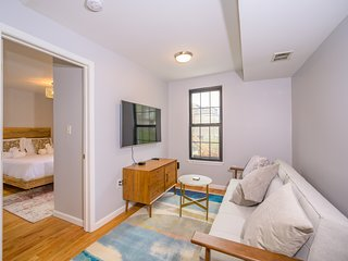 Charming 1BR Flat on Quiet Downtown Block