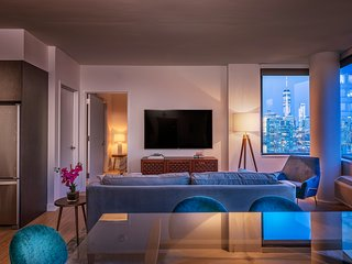 Top Floor 2BR Apartment with Amazing NYC Views