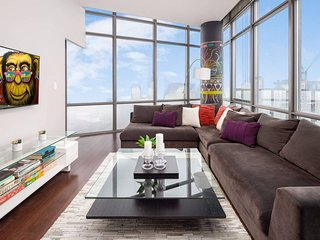 Eclectic Two-Bedroom Condo (Sky-High Views)