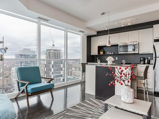 Incredible Downtown Condo (Yonge & College)