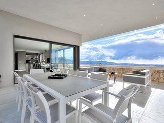 Luxury Spacious Villa with Pool, Tennis, Sauna, Panoramic Sea View