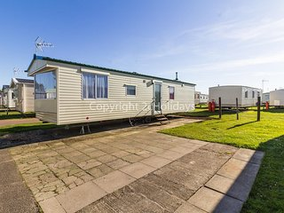 8 berth caravan at Martello Beach holiday park near Clacton on sea ref 29113