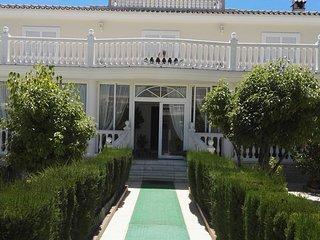 Villa Olga. Gran villa con piscina en Torremolinos