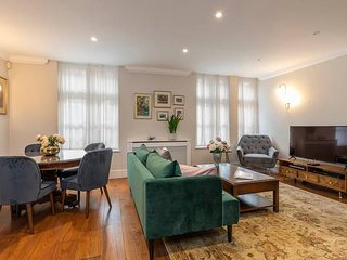 Charming and Airy 2 bed flat in Mayfair (sleeps 4)