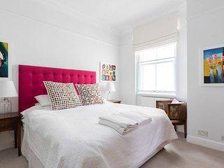 Charming 2 bed apt in West Kensington (sleeps 4)