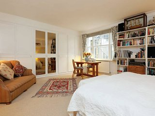 2 bed flat by Maida Vale Tube & shops