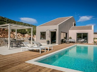 Luxury Villa Aili with private pool and stunning sea view