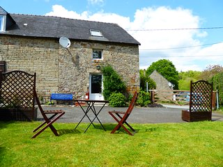 Bot Coet Cottages, Elsa Cottage, landscaped gardens, shared pool
